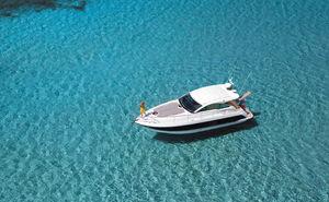 Barcos a motor cabinados