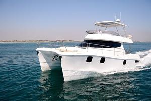 barco-cabinado-catamaran