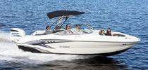 Deck-boat fueraborda / 12 personas máx. / con solárium