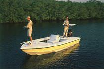 Flat boat fueraborda / con consola central / de pesca deportiva