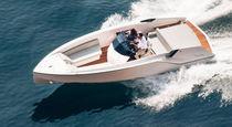 Barco open intraborda / casco con peldaños / 6 personas máx. / con solárium