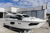 Barco cabinado intraborda / POD IPS / con fly / con 3 camarotes