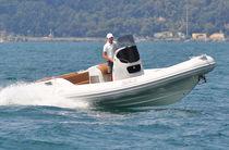 Embarcación neumática intraborda / semirrígida / con consola central / 16 personas máx.