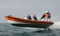 Barco de búsqueda y rescate intraborda / embarcación neumática semirrígida