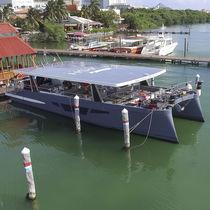Yate a motor catamarán / de chárter / con hard-top