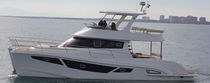 Barco cabinado catamarán / intraborda / con fly / con 4 camarotes