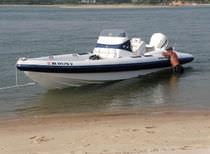 Embarcación neumática fueraborda / semirrígida / con consola central