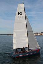 Velero day-sailer / con popa abierta / de doble timón / con quilla retráctil