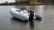 Embarcación neumática fueraborda / semirrígida / con consola central / 6 personas máx.