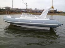 Embarcación neumática fueraborda / semirrígida / con consola lateral / 8 personas máx.