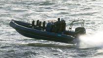Barco de vigilancia fueraborda / embarcación neumática semirrígida