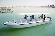 Barco de pasajeros fueraborda
