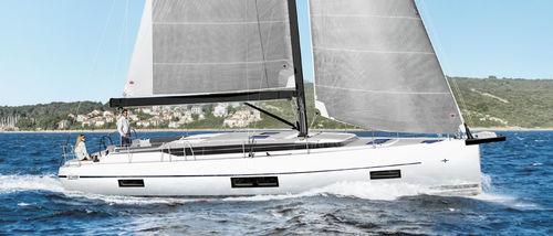 Monocasco / de crucero / con popa abierta / con 4 camarotes C45 BAVARIA Sailing