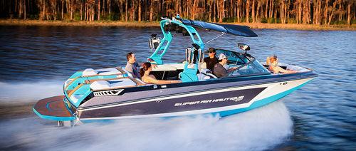 runabout intraborda / bow-rider / de esquí acuático / 15 personas máx.