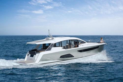 Yate a motor de crucero / con hard-top / con 3 camarotes C530 Sealine