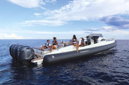 embarcación neumática fueraborda / cuatrimotor / semirrígida / con doble consola