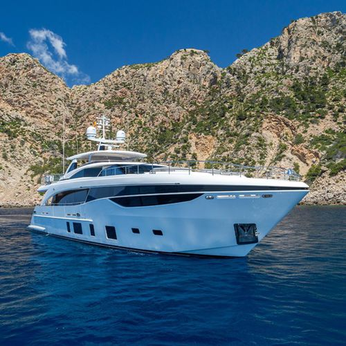 superyate de crucero / con fly / raised pilothouse / de desplazamiento
