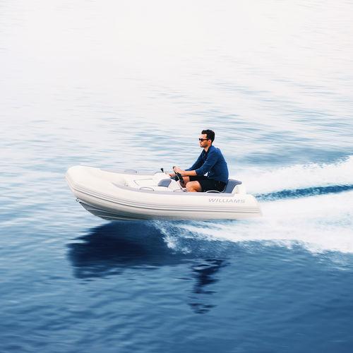 embarcación neumática hidrojet / semirrígida / con consola jockey / 3 personas máx.