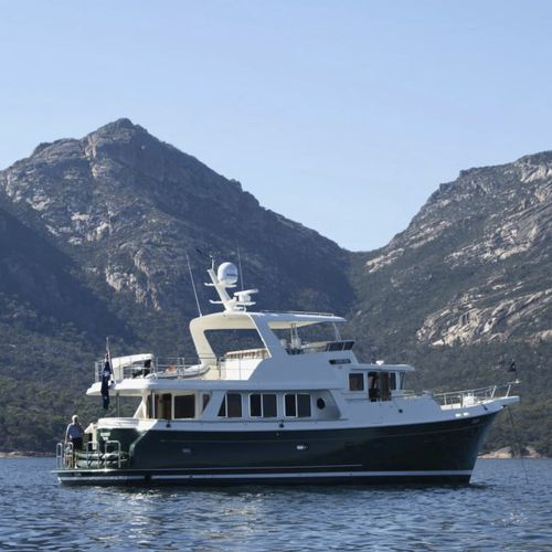 yate a motor de crucero / trawler / con fly / con 3 camarotes