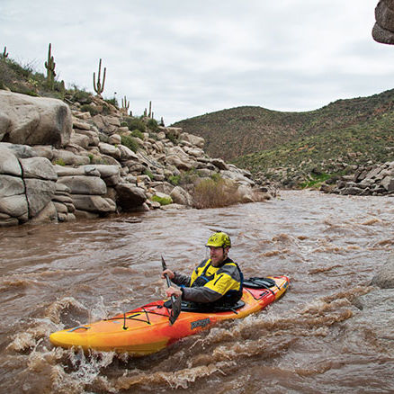 kayak cerrado / rígido / para expedición / de pesca