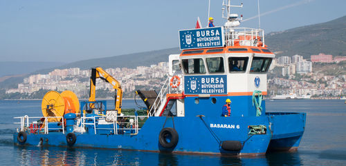 barco anticontaminación / catamarán / intraborda