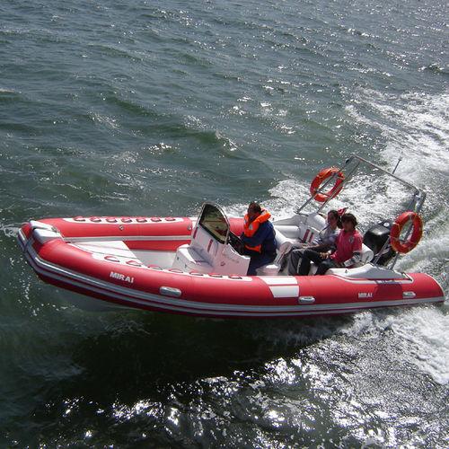 embarcación neumática fueraborda / RIB / con consola central / de navegación