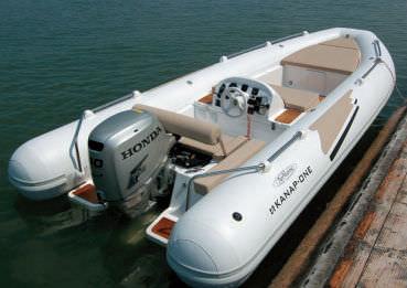 embarcación neumática fueraborda / semirrígida / con consola central / embarcación auxiliar para mega-yate