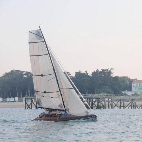 monocasco / de crucero / con popa abierta / de madera