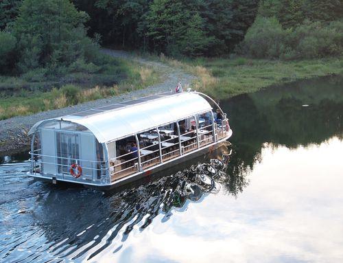 barco turístico / catamarán / intraborda / electrosolar