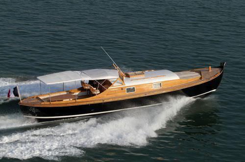 barco open intraborda / clásico / con cabina