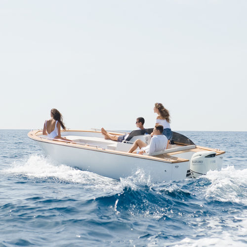 barco open fueraborda / con consola lateral / embarcación auxiliar para mega-yate