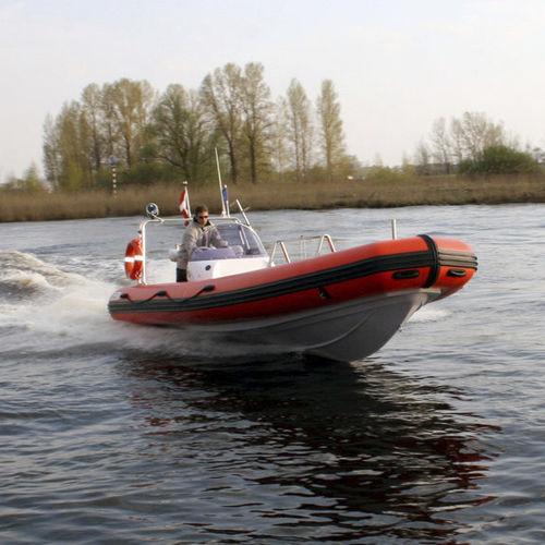 embarcación neumática fueraborda / semirrígida / con consola lateral / de buceo
