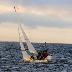monocasco / velero de quilla deportivo / con popa abierta / de carbono