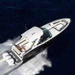 barco cabinado fueraborda / trimotor / bow-rider / de deporte