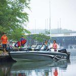 bass boat fueraborda / con doble consola / de pesca deportiva / 6 personas máx.