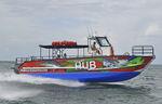 barco turístico / catamarán