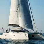 catamarán / de regata y crucero / con popa abierta / de carbono