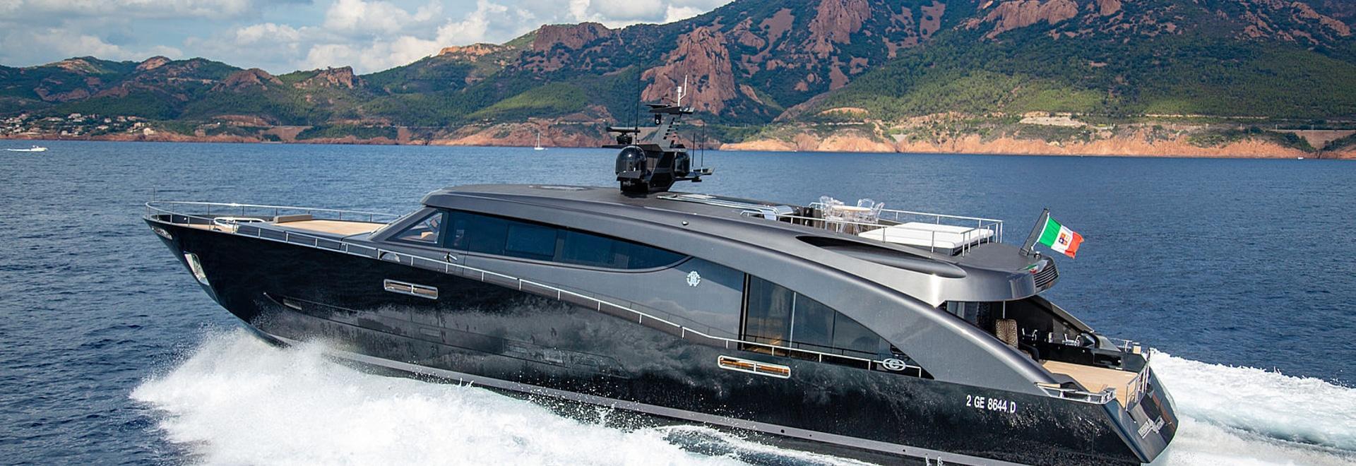 A bordo de la libertad del yate de los 28m de Roberto Cavalli