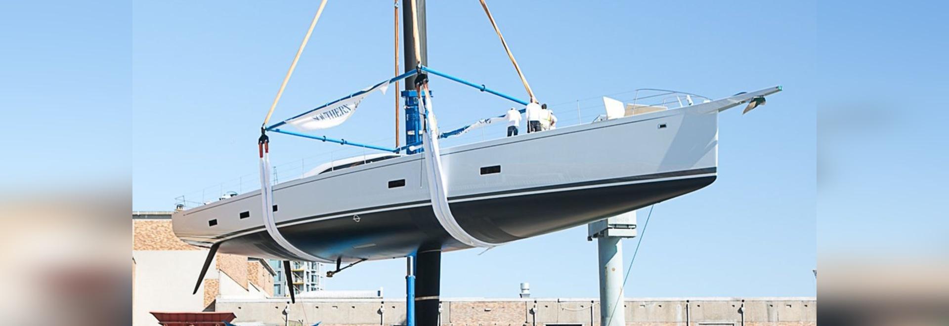El viento meridional pone en marcha el poder navegante del yate de los 35m de 2