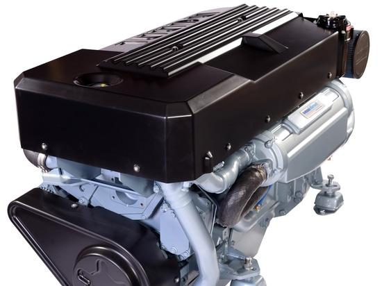 La laguna setenta 8 accionados por 2 motores de Nanni N13.580