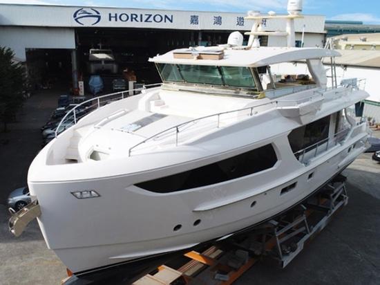 El horizonte navega el modelo FD77 acerca a la realización