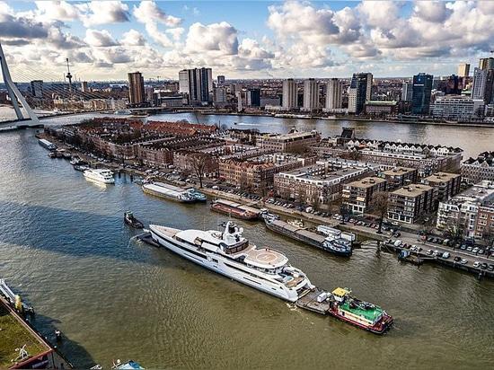 Feadship transporta a señora S de los 93m a través de los Países Bajos