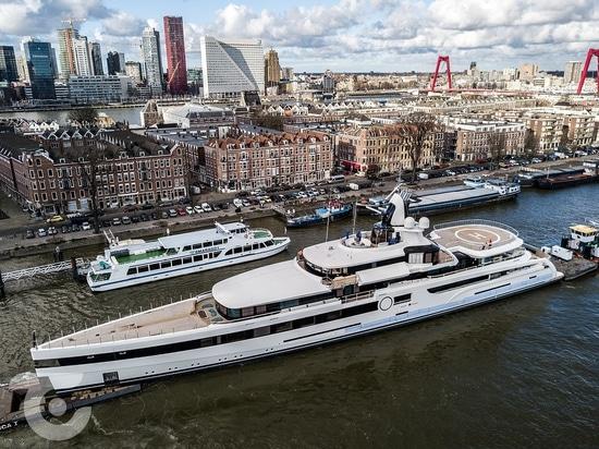 93m Feadship superyacht Lady S cerca de la entrega