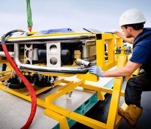 ROV submarino para la limpieza del casco