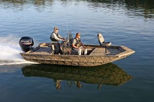 jon boat con consola central