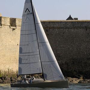velero de crucero rápido / con popa abierta