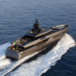 megayate de crucero / con caseta de timón / de aluminio / con 6 camarotes