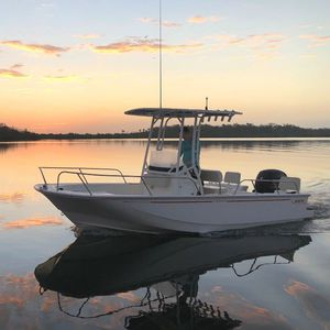 barco open fueraborda / con consola central / para la pesca / 8 personas máx.