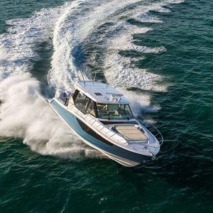 barco cabinado fueraborda / cuatrimotor / con hard-top / de pesca deportiva