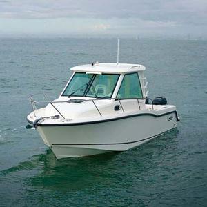 cabin-cruiser fueraborda / bimotor / con cockpit cerrado / de pesca deportiva